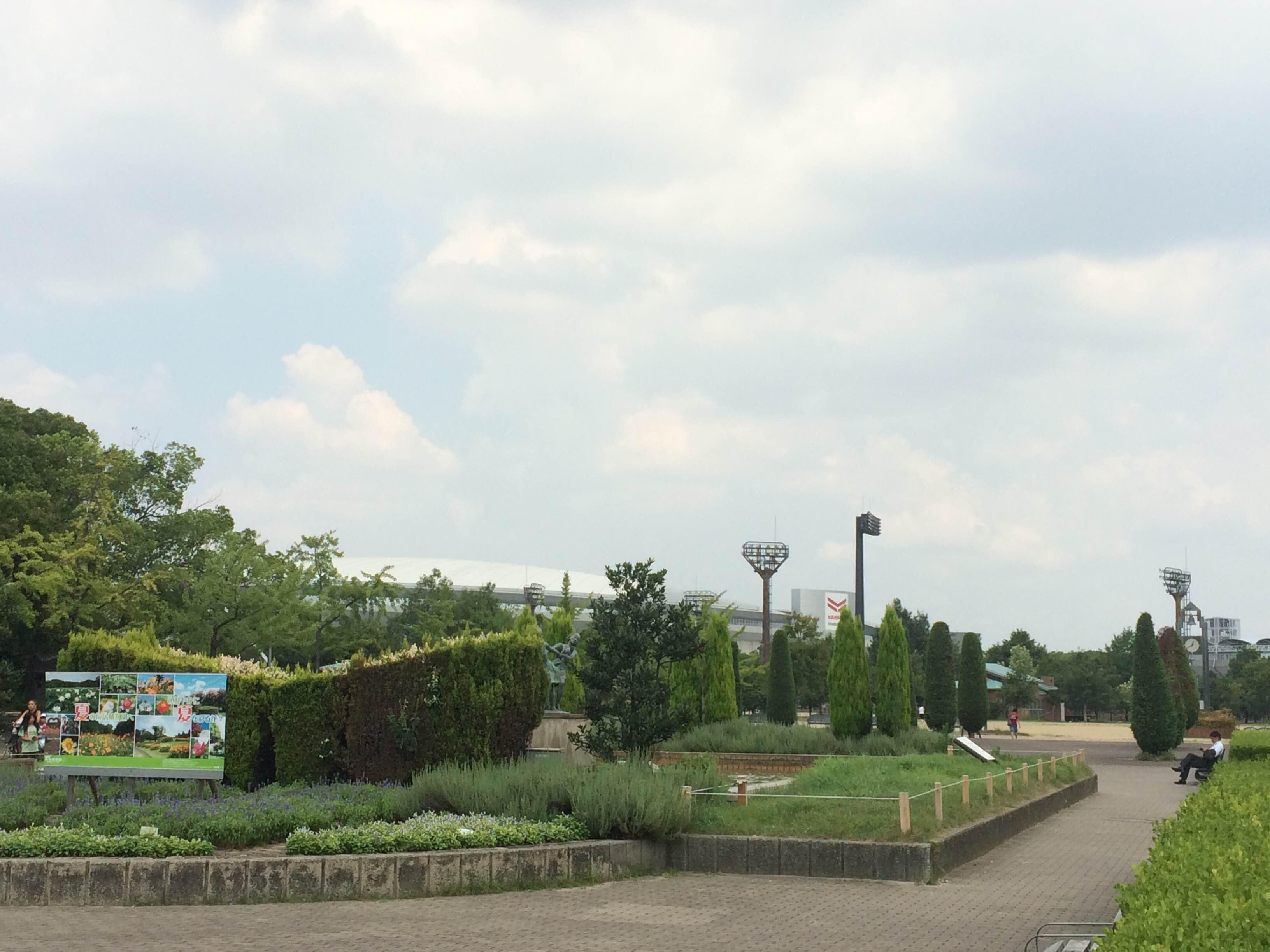 長居公園は地下鉄を降りてすぐ目の前!