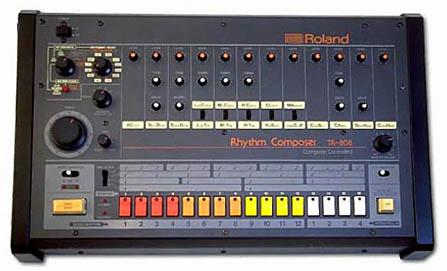 これが名機TR-808(超プレミア価格で取引されてます)